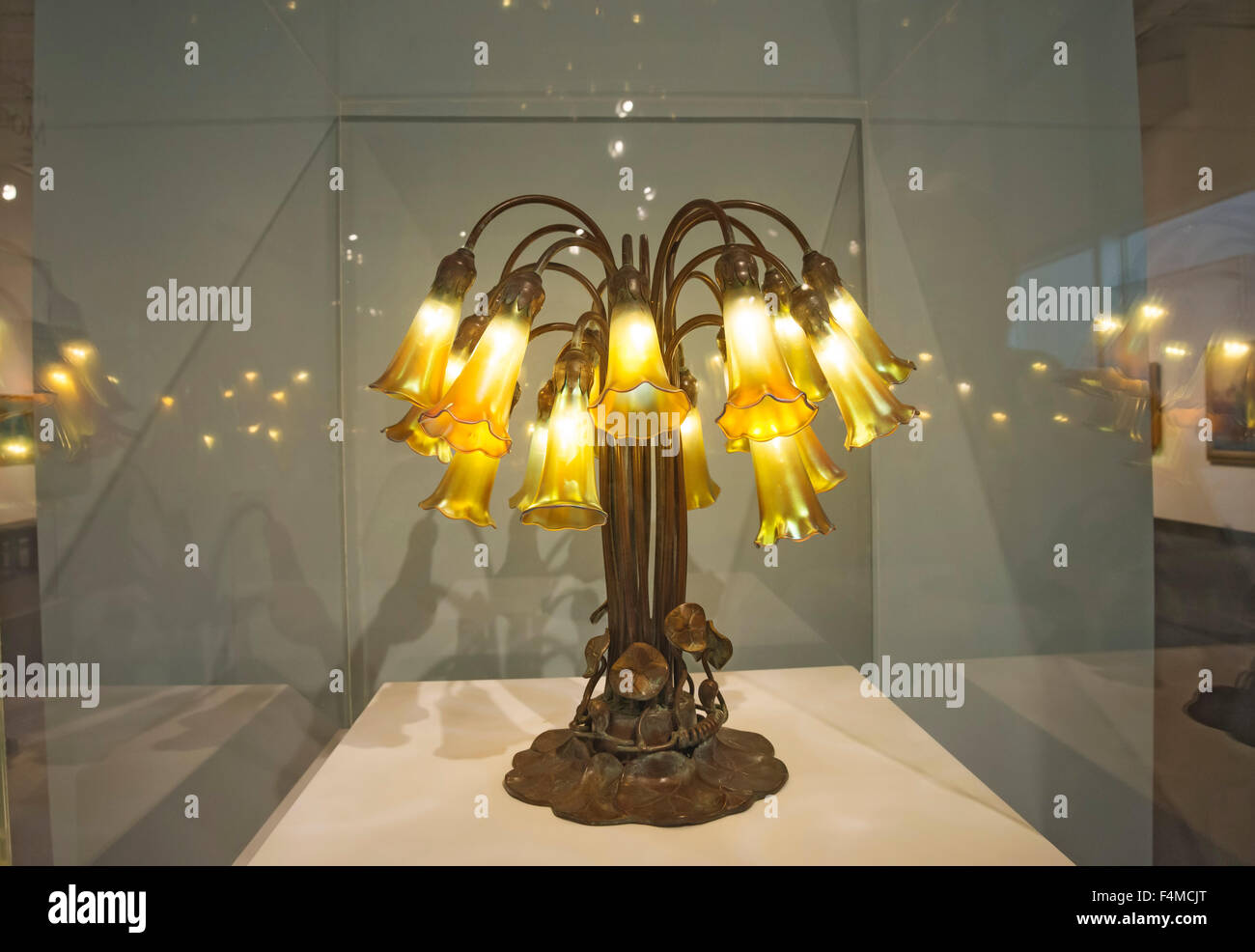 Louis Comfort Tiffany, Eighteen-Light Pond Lily Lamp, 1902, of Favrile glass and bronze - Stock Image