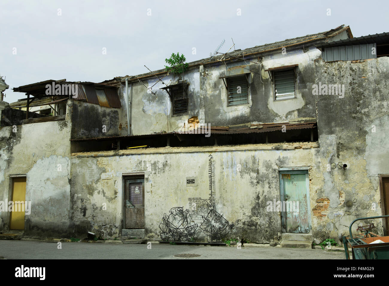 Fine example of a derelict heritage building in the UNESCO area of Georgetown Penang. - Stock Image
