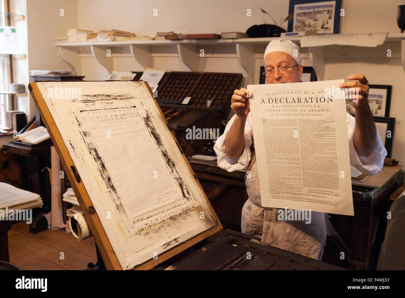18th century printing techniques at The Printing Office of Edes and Gill, patriot printers of the Revolution, Boston - Stock Image