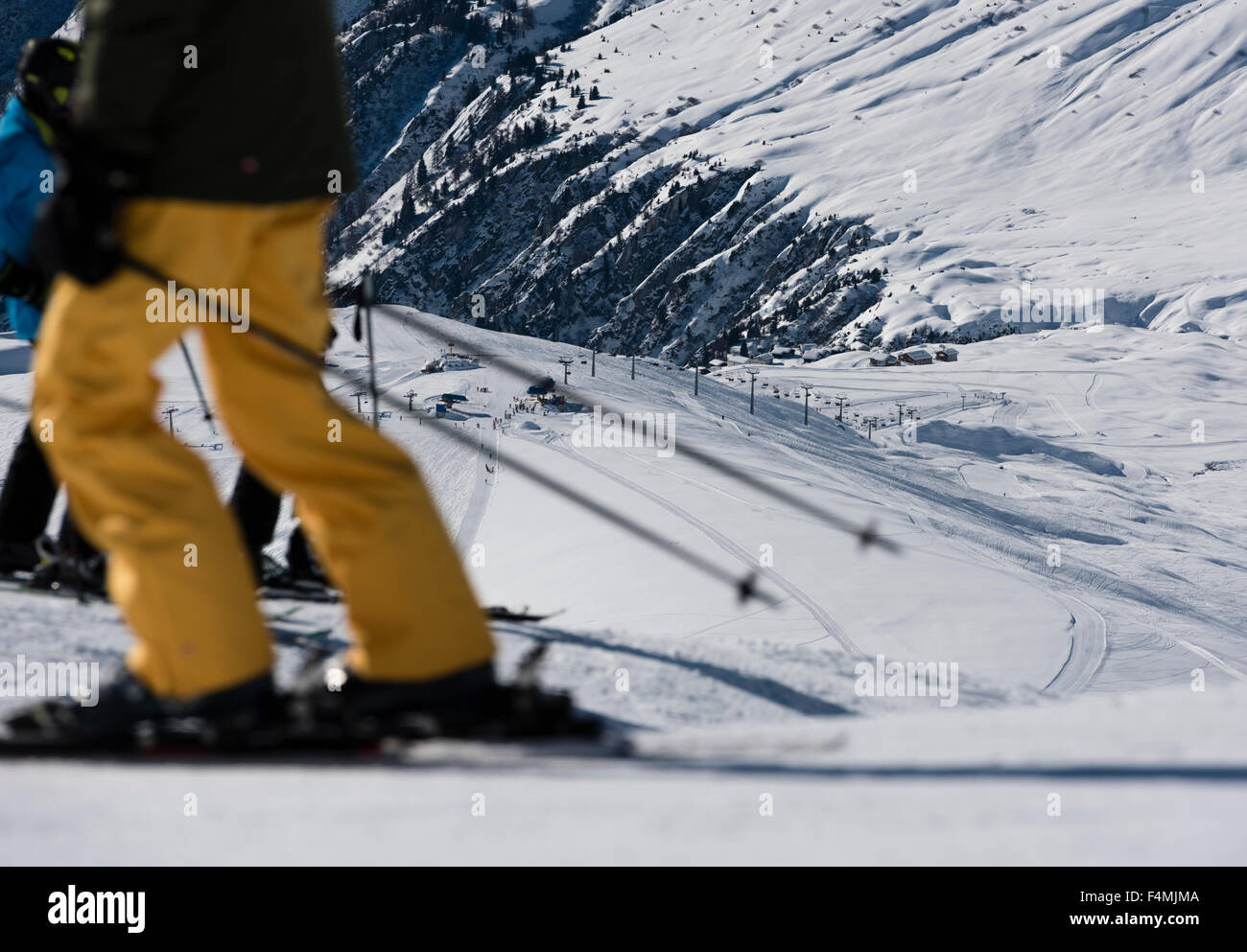 Busy skiers on a ski piste in Switzerland (Belalp / canton Valais) - Stock Image
