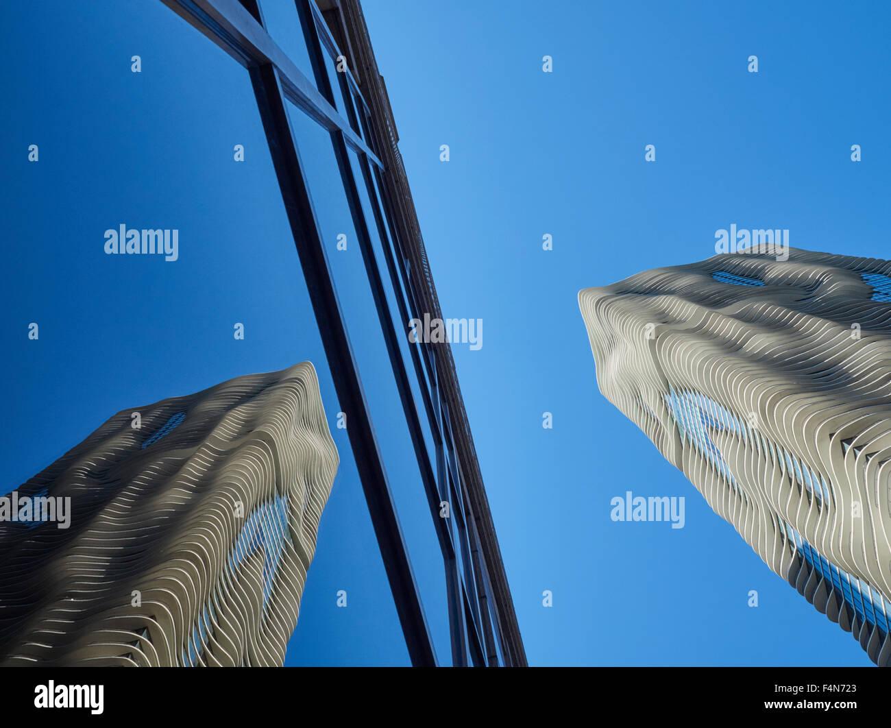 USA, Illinois, Chicago, Aqua Tower, reflexion in glass facade - Stock Image
