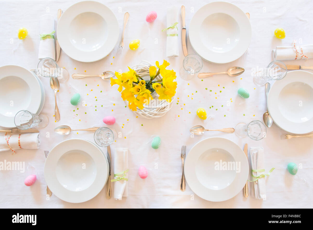 Laid Easter table with bunch of daffodils - Stock Image