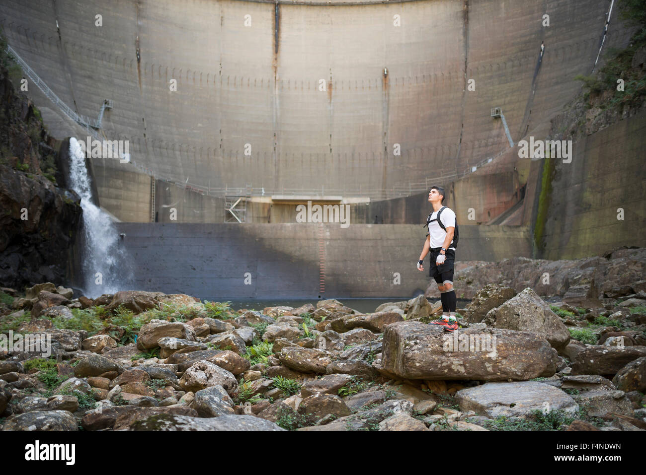Ultra trail runner with a dam in the background - Stock Image