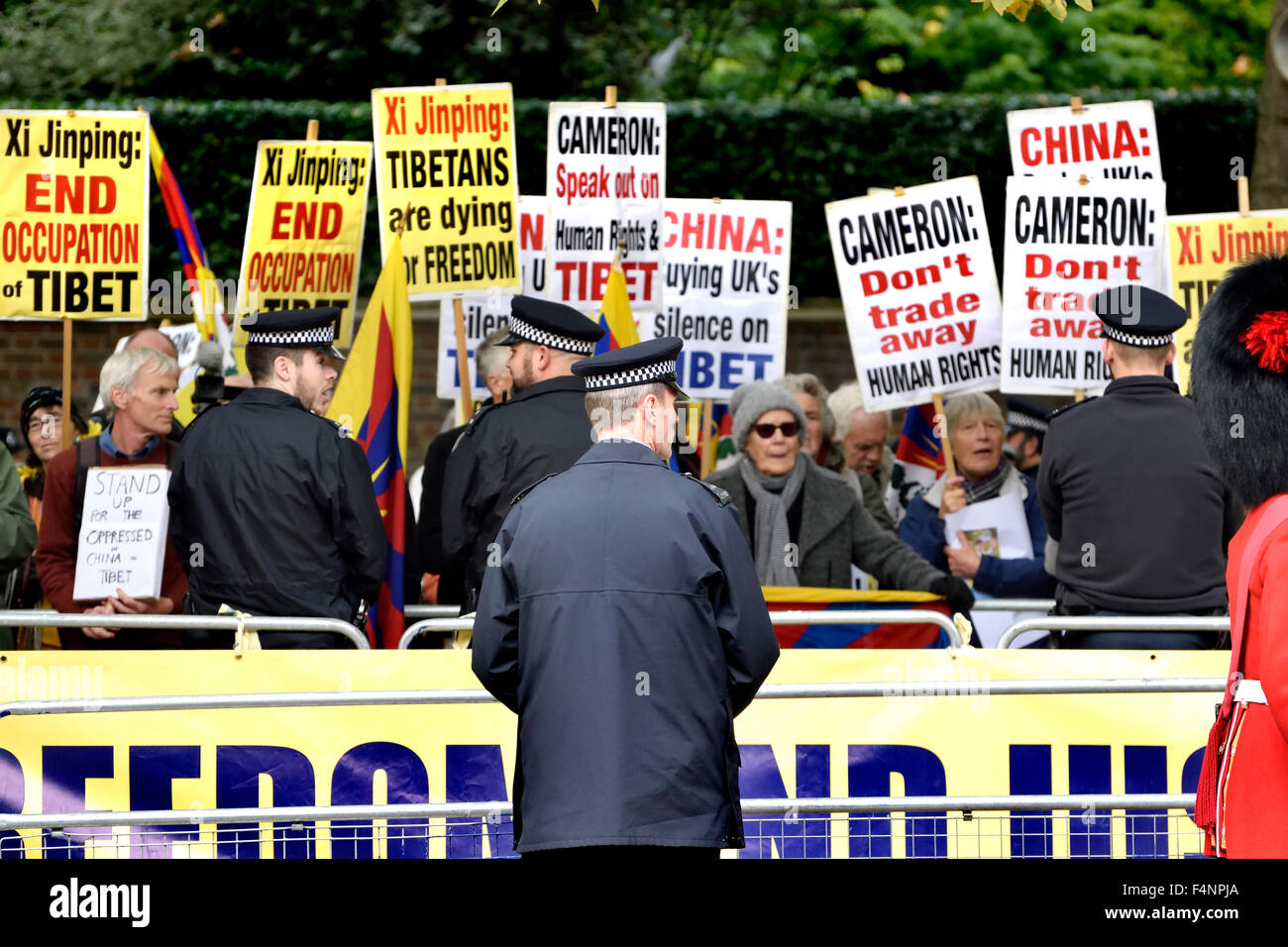 London. Protesters in The Mall as Chinese President Xi Jinping starts his London visit Oct 20th, 2015 - Stock Image