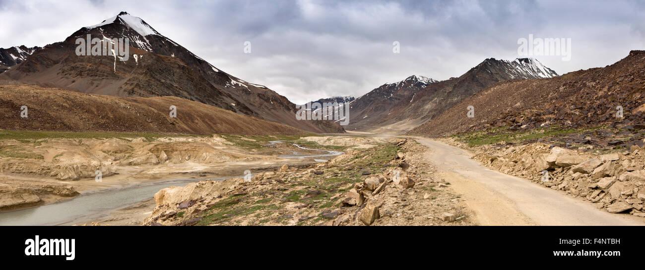 India, Himachal Pradesh, Baralacha Pass, Leh-Manali highway - Stock Image