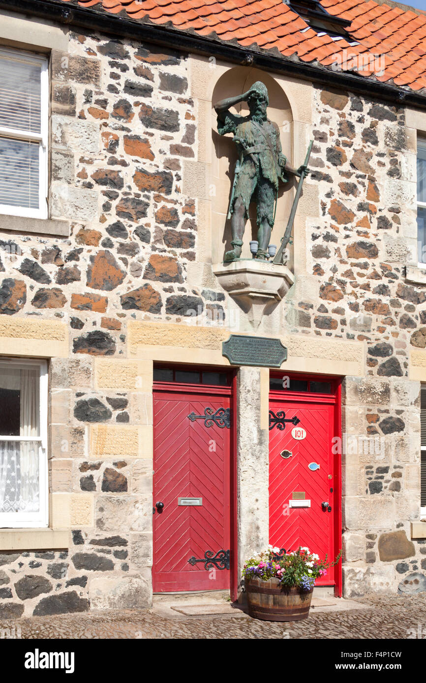 Statue of Robinson Crusoe on the house at Lower Largo, East Neuk of Fife, Scotland UK where Alexander Selkirk was - Stock Image