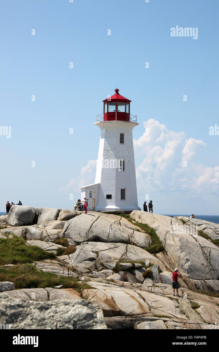 August 6, 2014, Peggy's Cove, Nova Scotia: People walking aroun the rocks in front of the lighthouse touristic - Stock Image