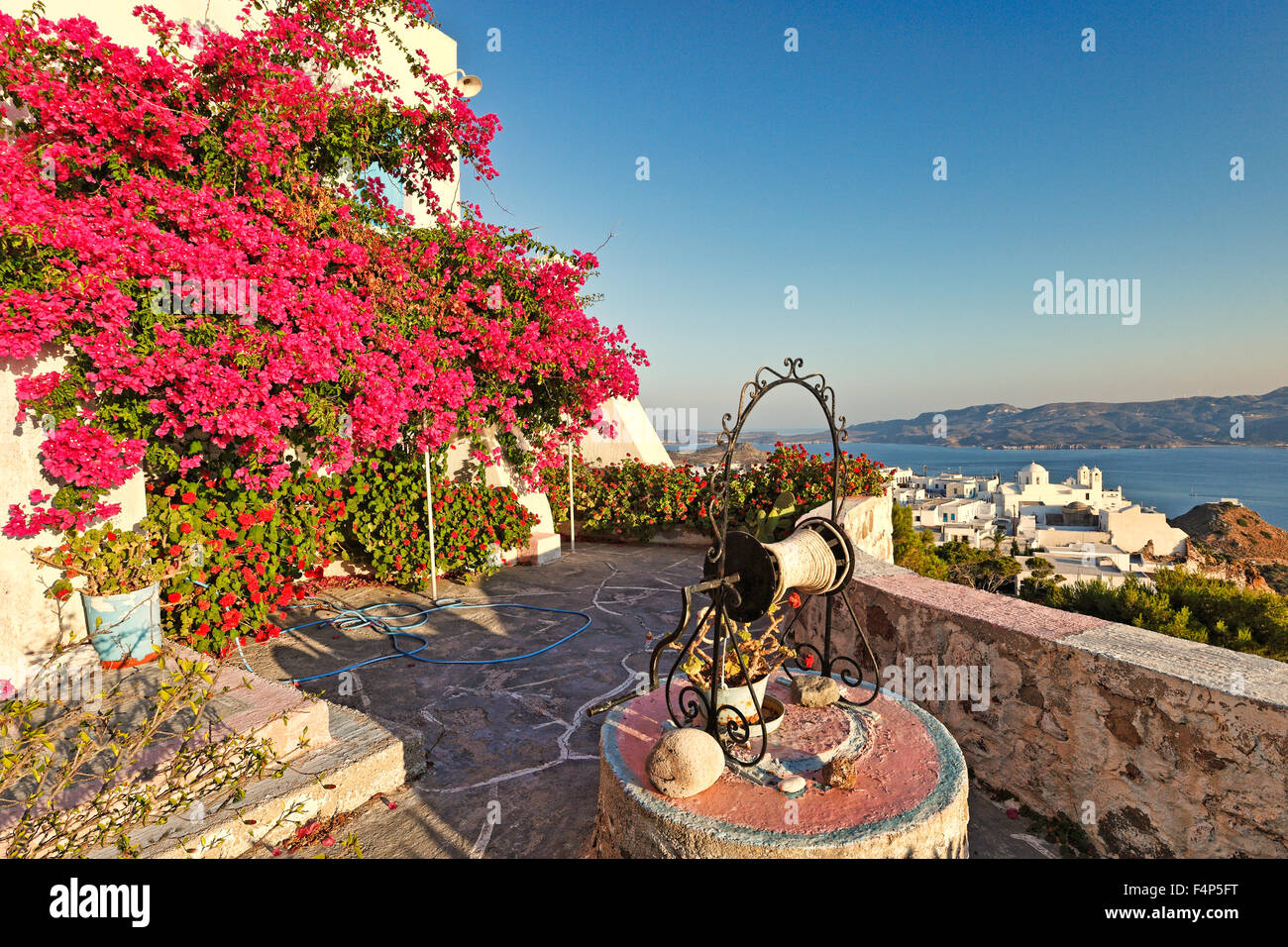 A house with water well in the traditional village of Plaka in Milos, Greece - Stock Image