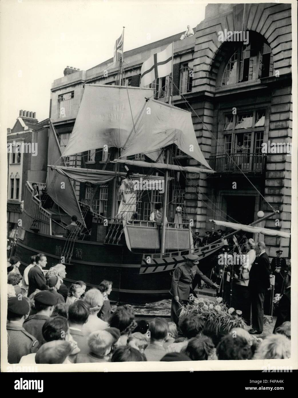 Set. 5, 1957 - Countess Mountbatten launches replica of the Susan Constant A replica (which will never sail) of Stock Photo