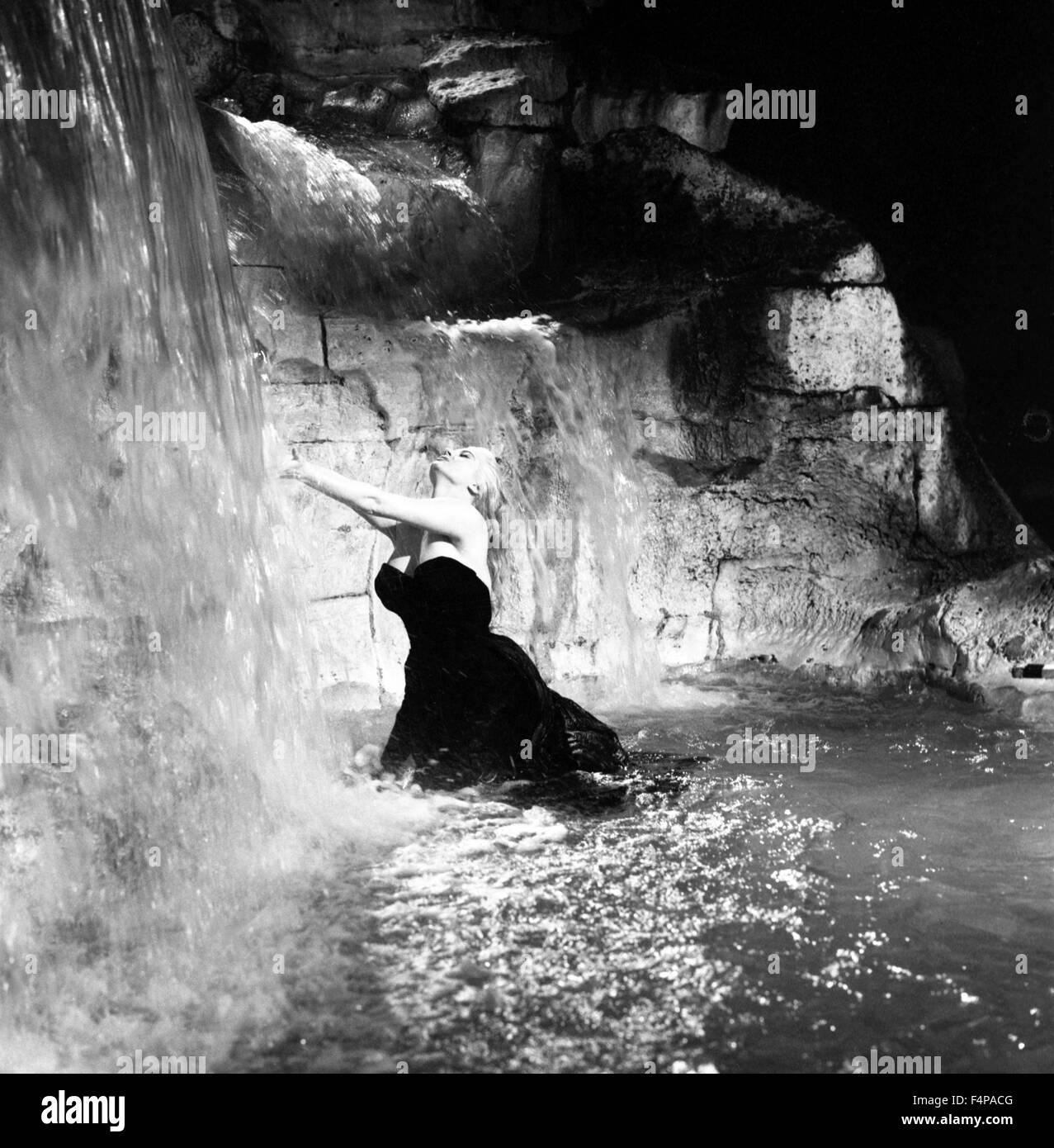 Anita Ekberg / La Dolce Vita 1960 directed by Federico Fellini - Stock Image