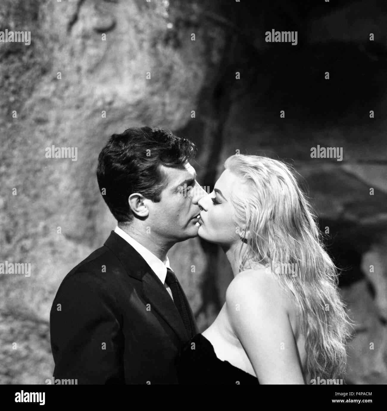 Marcello Mastroianni, Anita Ekberg / La Dolce Vita 1960 directed by Federico Fellini - Stock Image