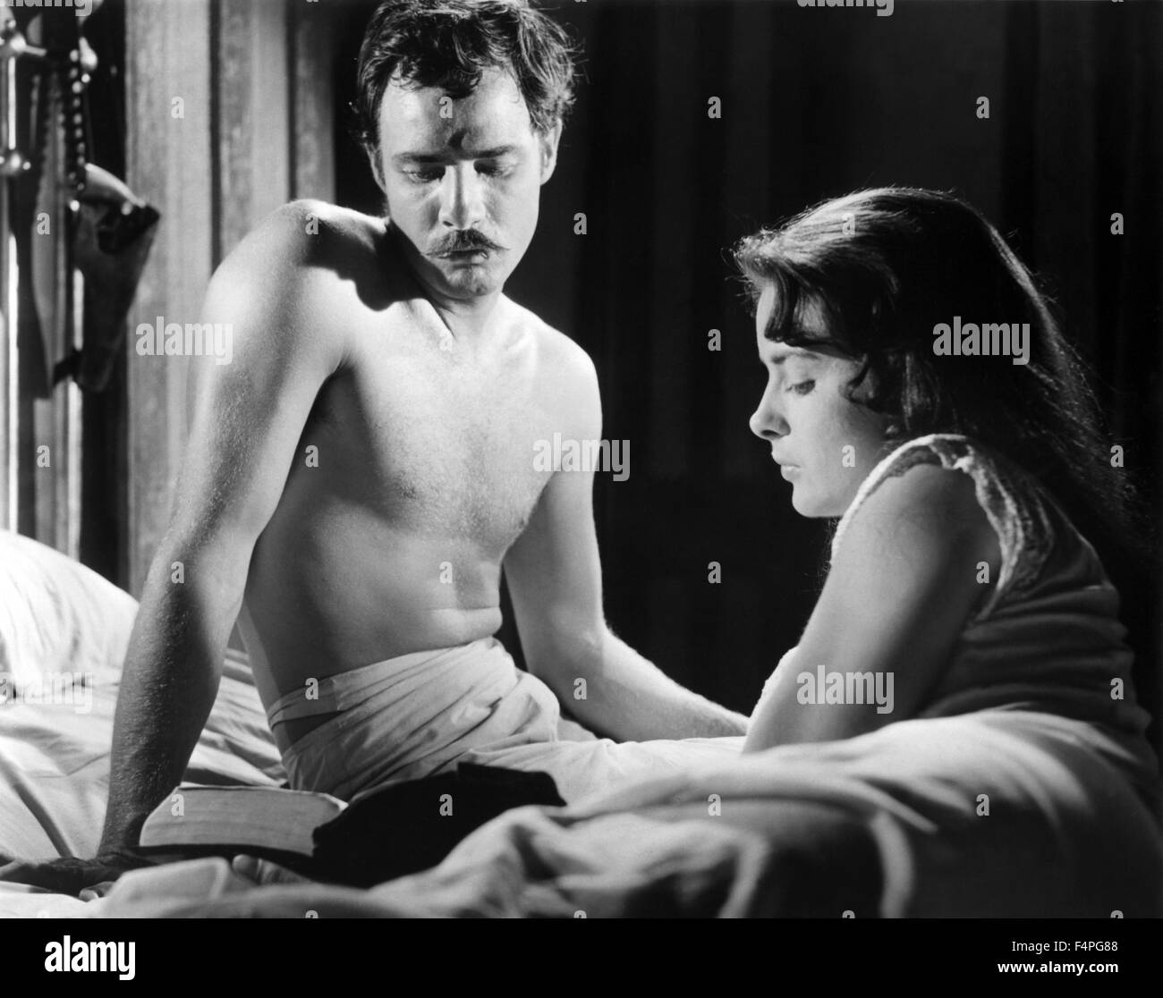 Marlon Brando and Jean Peters / Viva Zapata ! / 1952 directed by Elia Kazan - Stock Image