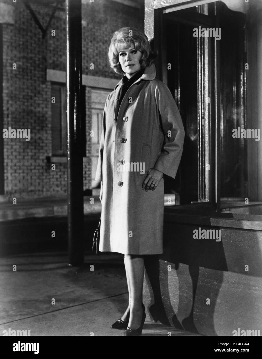 Rita Hayworth / The Money Trap / 1966 directed by Burt Kennedy - Stock Image