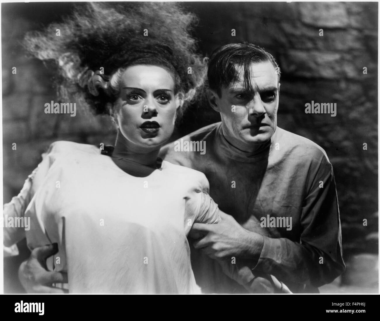 "Elsa Lanchester, Colin Clive, on-set of the Film ""The Bride of Frankenstein"", 1935 - Stock Image"