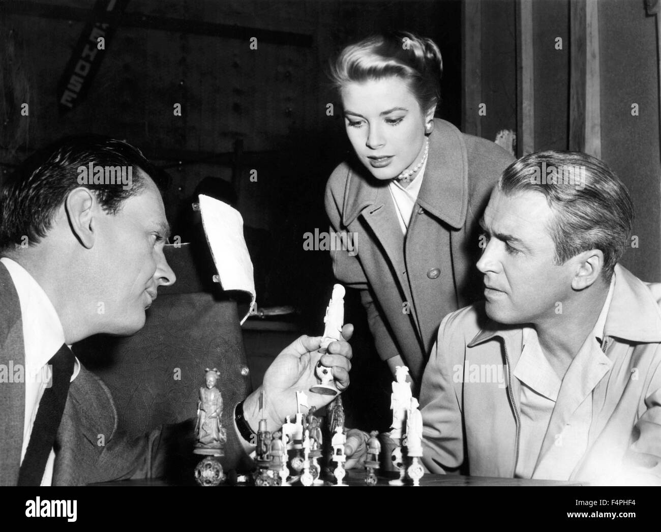 On the set, Wendell Corey, Grace Kelly and James Stewart / Rear Window / 1954 directed by Alfred Hitchcock [Paramount - Stock Image
