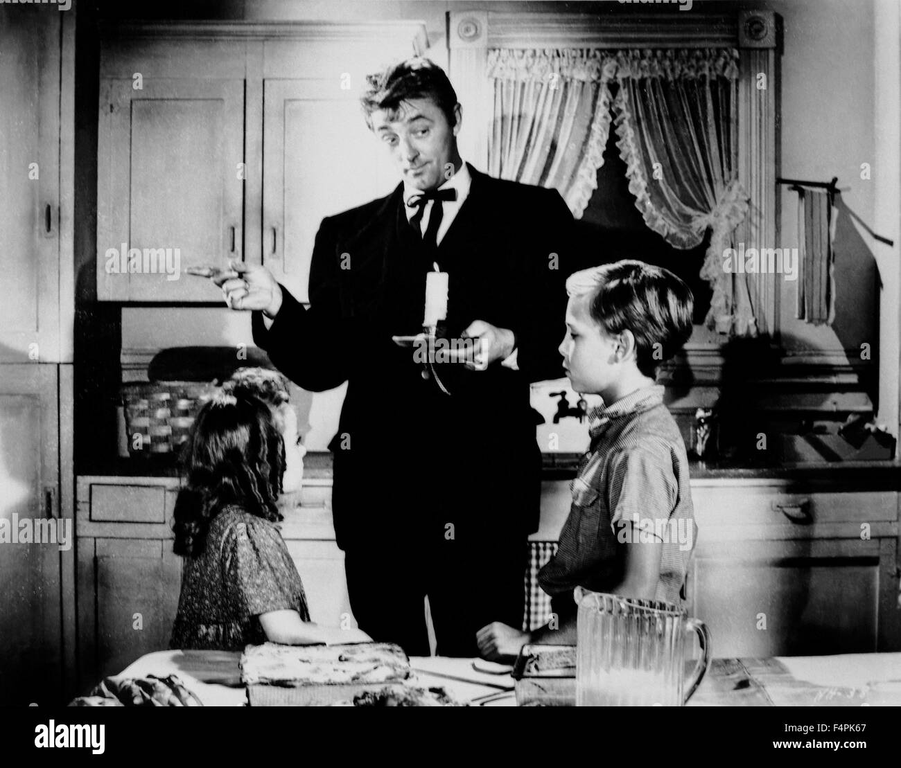 Sally Jane Bruce, Robert Mitchum and Billy Chapin / The Night of the Hunter / 1955 directed by Charles Laughton - Stock Image