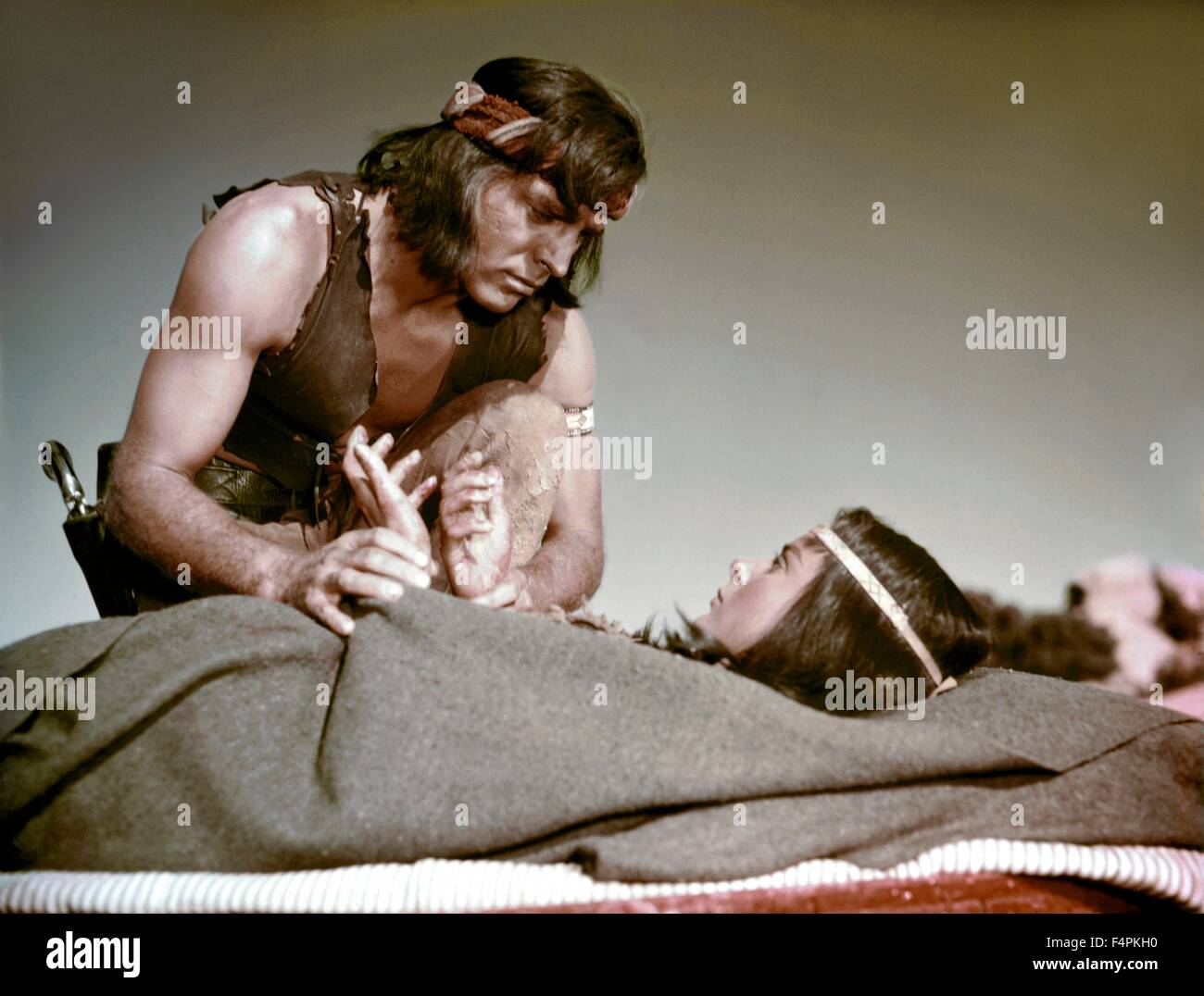 Burt Lancaster and Jean Peters / Apache / 1954 directed by Robert Aldrich [United Artists] - Stock Image