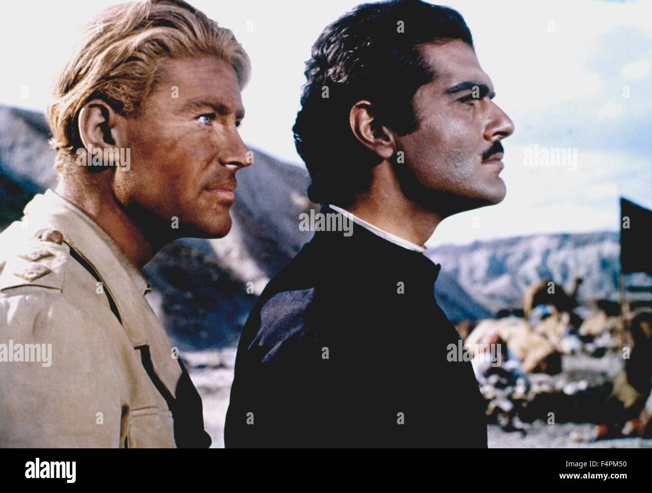 Peter O'Toole and Omar Sharif / Lawrence of Arabia / 1962 directed by David Lean  [Columbia Pictures] - Stock Image