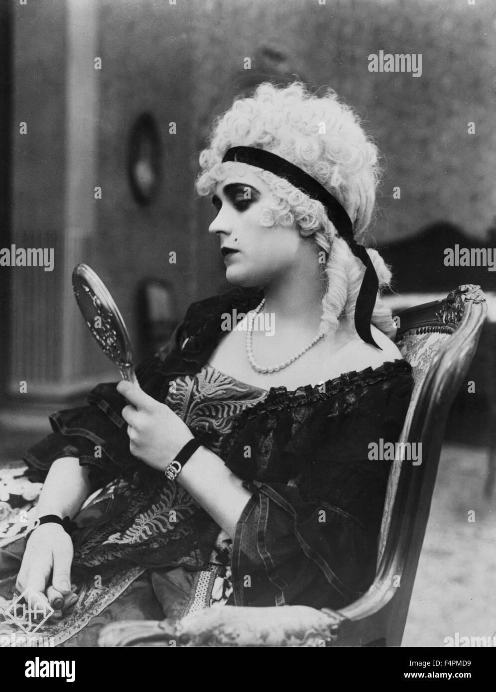 Pola Negri / Du Barry / 1919 directed by Ernst Lubitsch  [Film Fox Corporation] - Stock Image