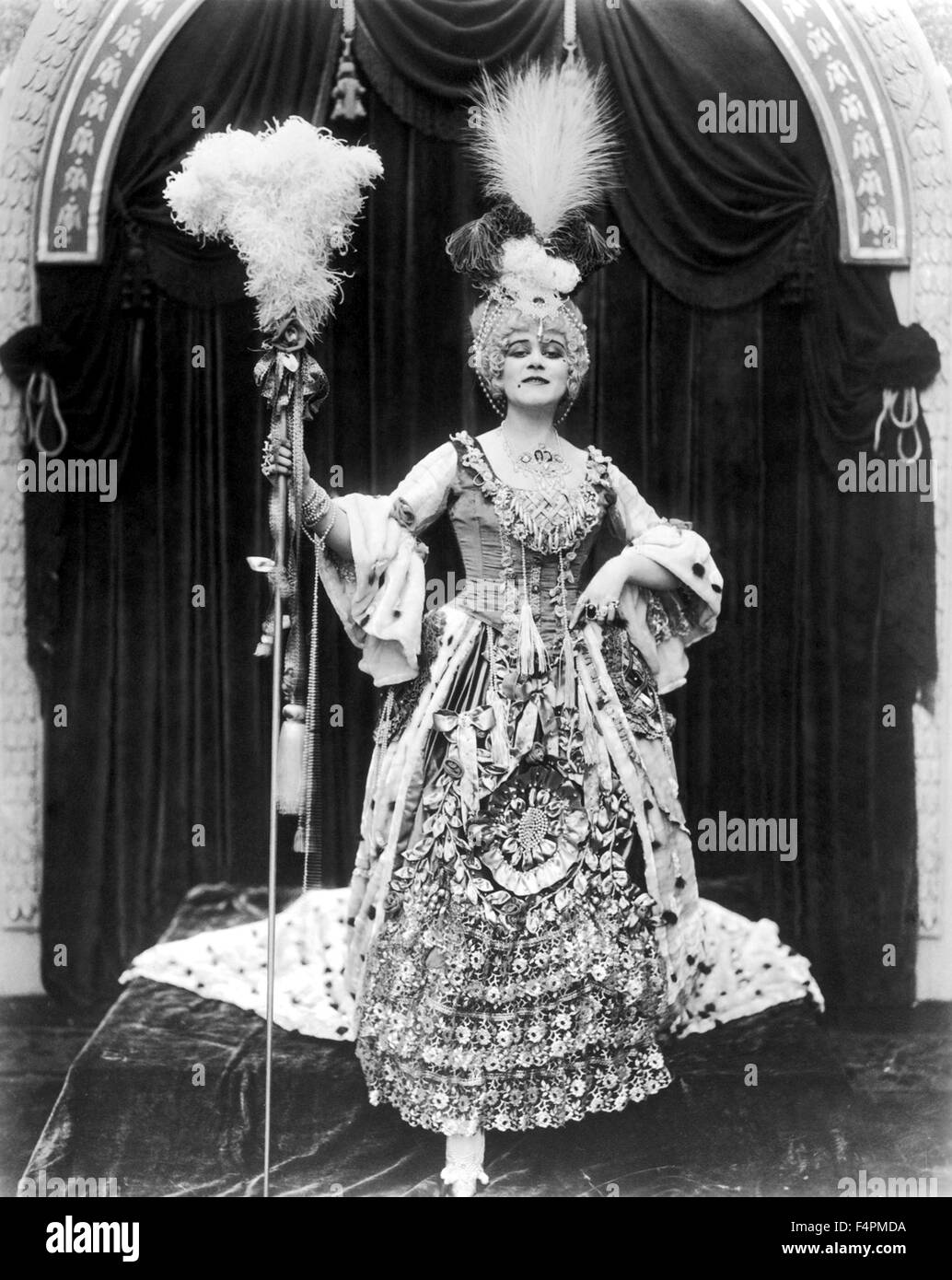 On the set, Theda Bara poses in costume as Madame Du Barry in a promotional portrait / Madame Du Barry / 1917 directed - Stock Image