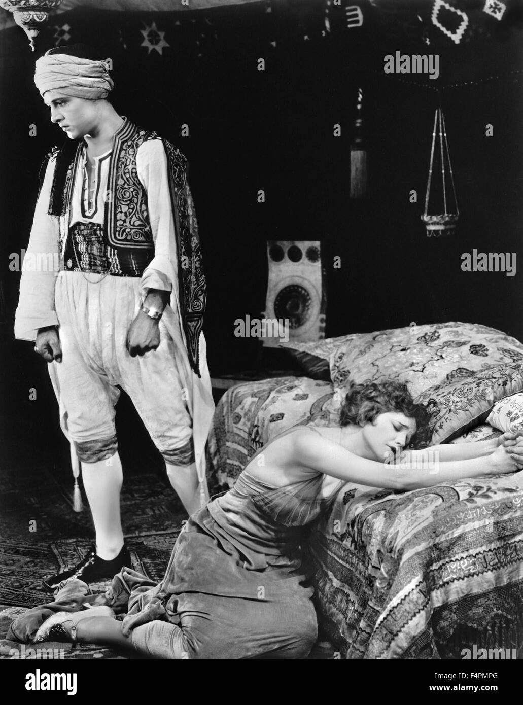 Rudolph Valentino and Vilma Banky / The Sheik / 1921 directed by George Melford [Paramount Pictures] - Stock Image