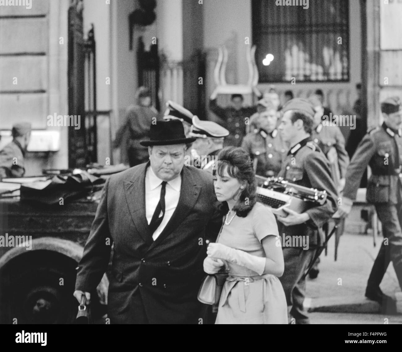 Orson Welles and Leslie Caron / Is Paris Burning ? / 1966 directed by Rene Clement  [Paramount Pictures] - Stock Image
