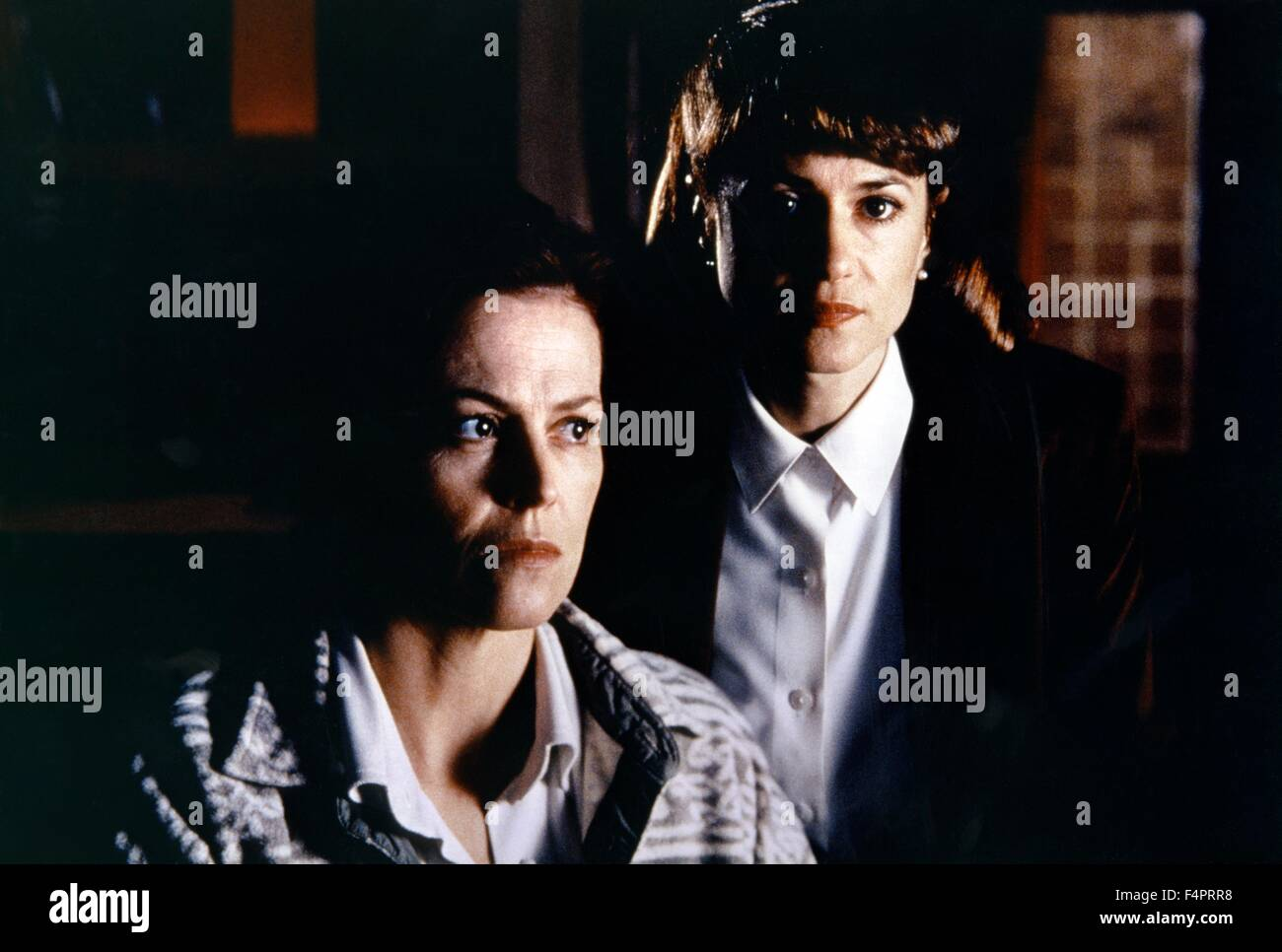 Sigourney Weaver and Holly Hunter / Copycat / 1995 directed by Jon Amiel [Warner Bros. Pictures] - Stock Image
