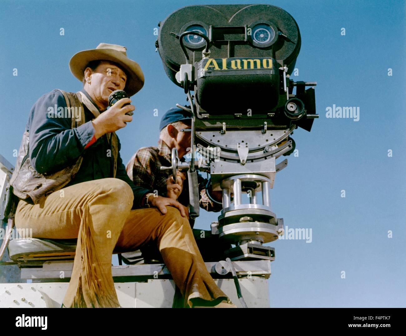 On the set, John Wayne / The Alamo / 1961 directed by John Wayne  [United Artists] - Stock Image