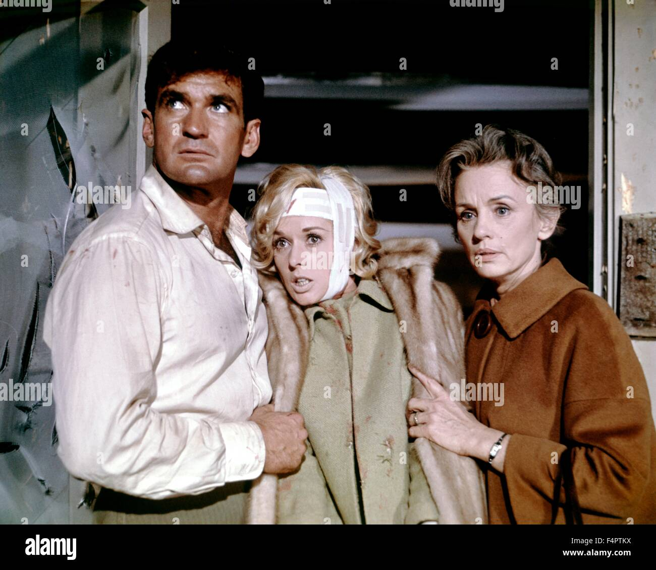 Rod Taylor, Tippi Hedren and Jessica Tandy  / The Birds / 1963 directed by Alfred Hitchcock [Universal Pictures] - Stock Image