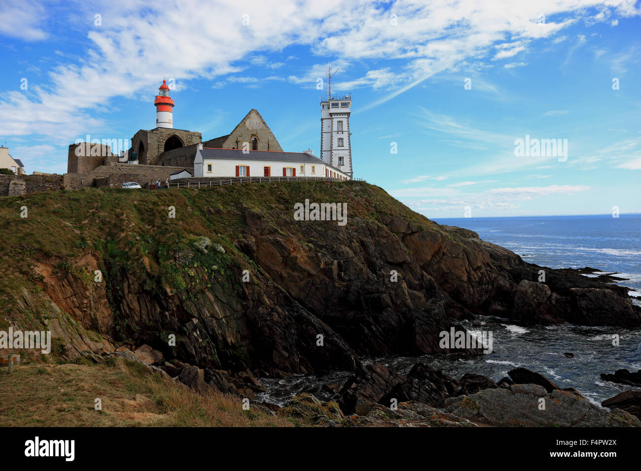 France, Brittany, am La Pointe Saint-Mathieu, Lighthouse Semaphore and the monastery ruins Stock Photo