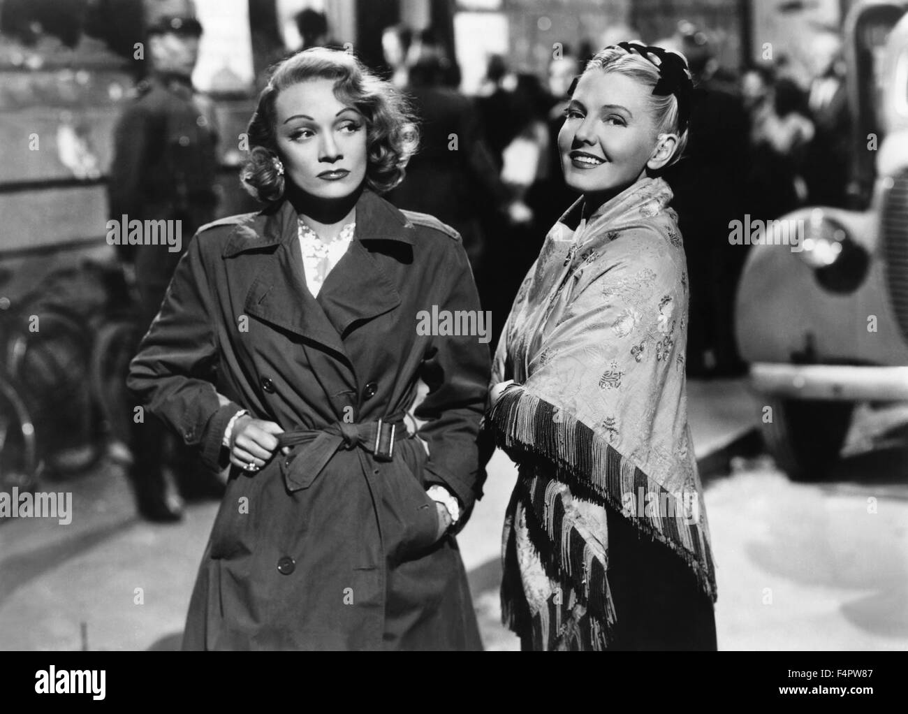 Marlene Dietrich and Jean Arthur / A foreign affair / 1948 directed by Billy Wilder [Paramount Pictures] - Stock Image