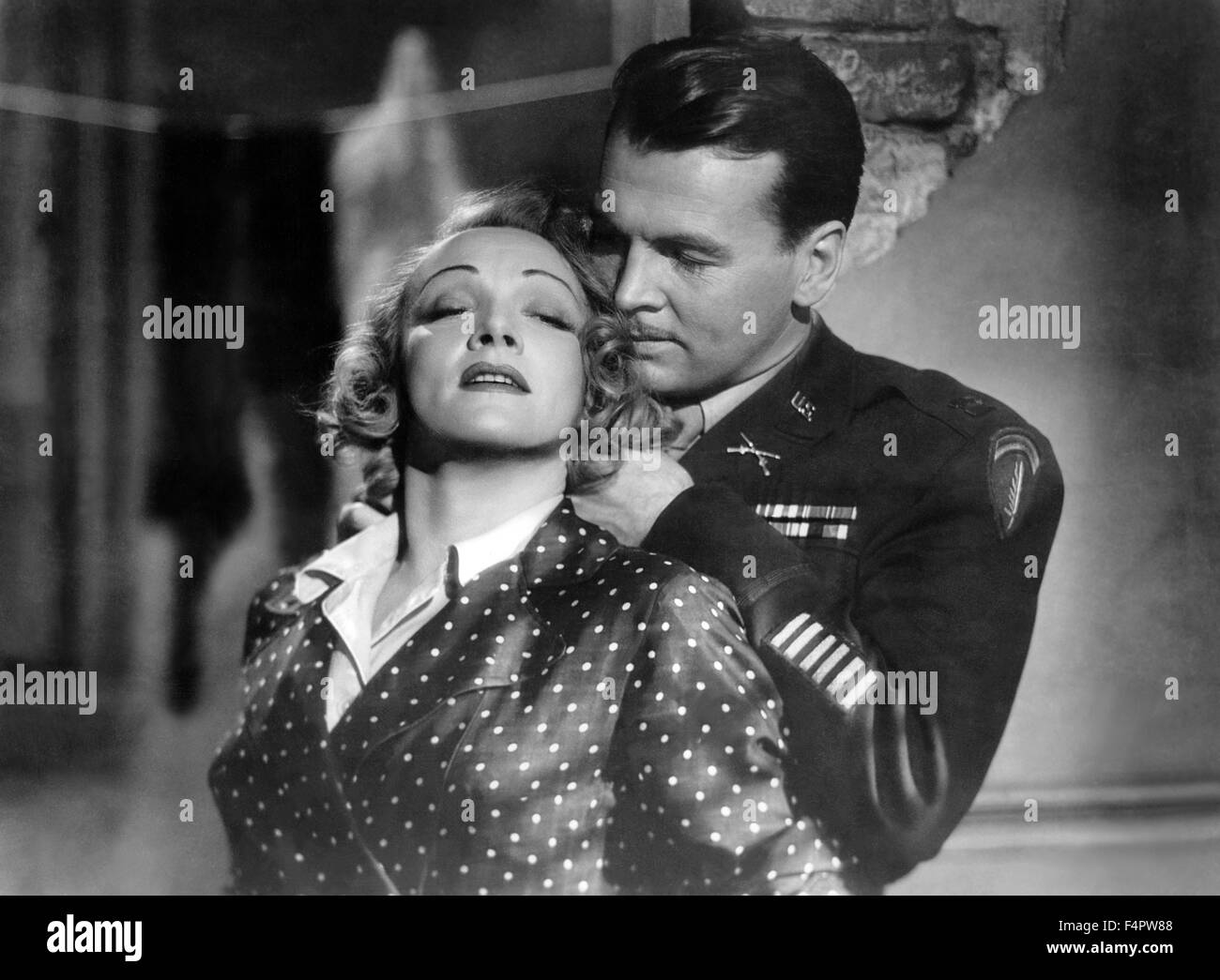 Marlene Dietrich and John Lund / A foreign affair / 1948 directed by Billy Wilder [Paramount Pictures] - Stock Image