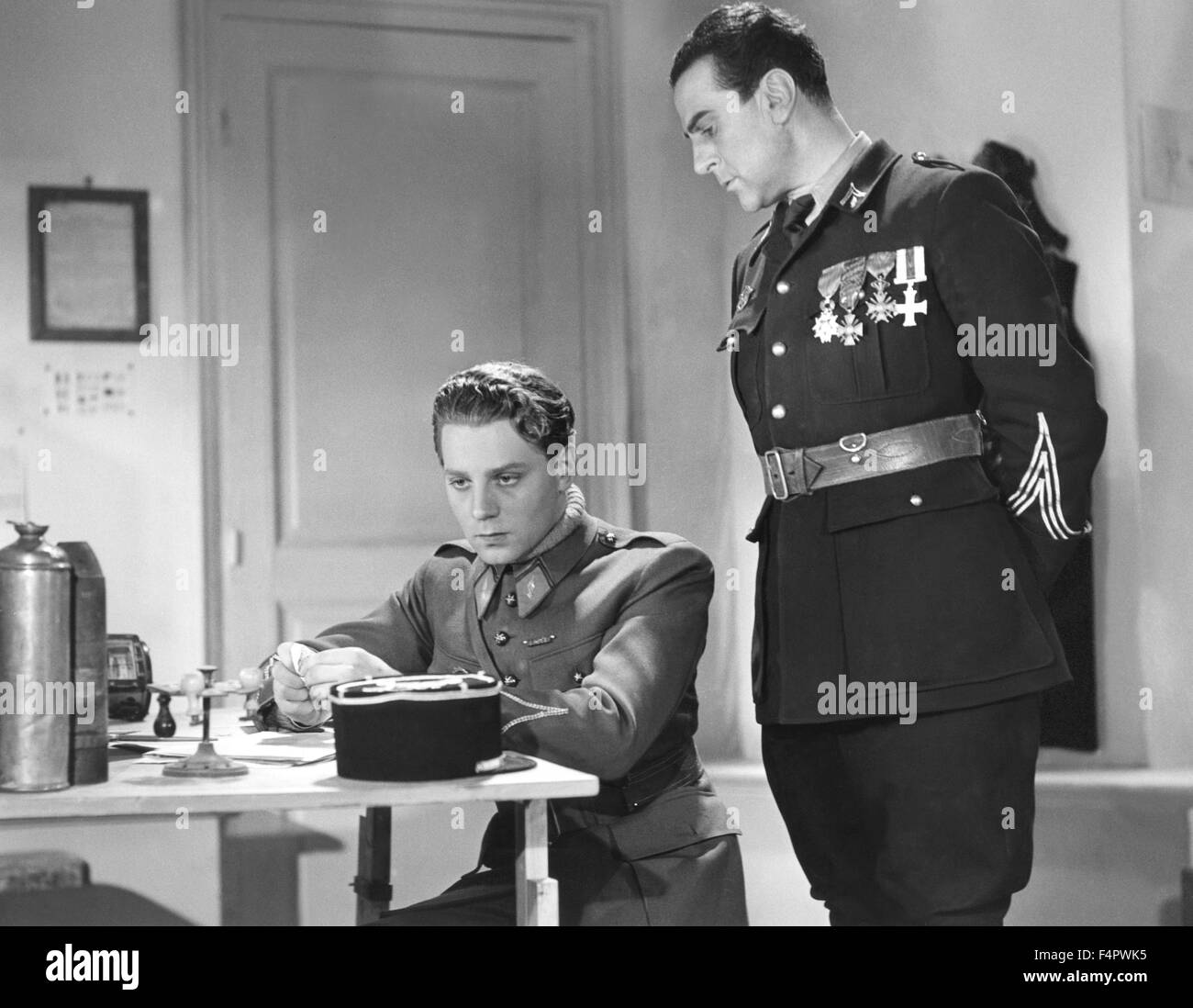 Jean-Pierre Aumont and Jean Murat / Flight Into Darkness / 1935 directed by Anatole Litvak [Pathe] - Stock Image