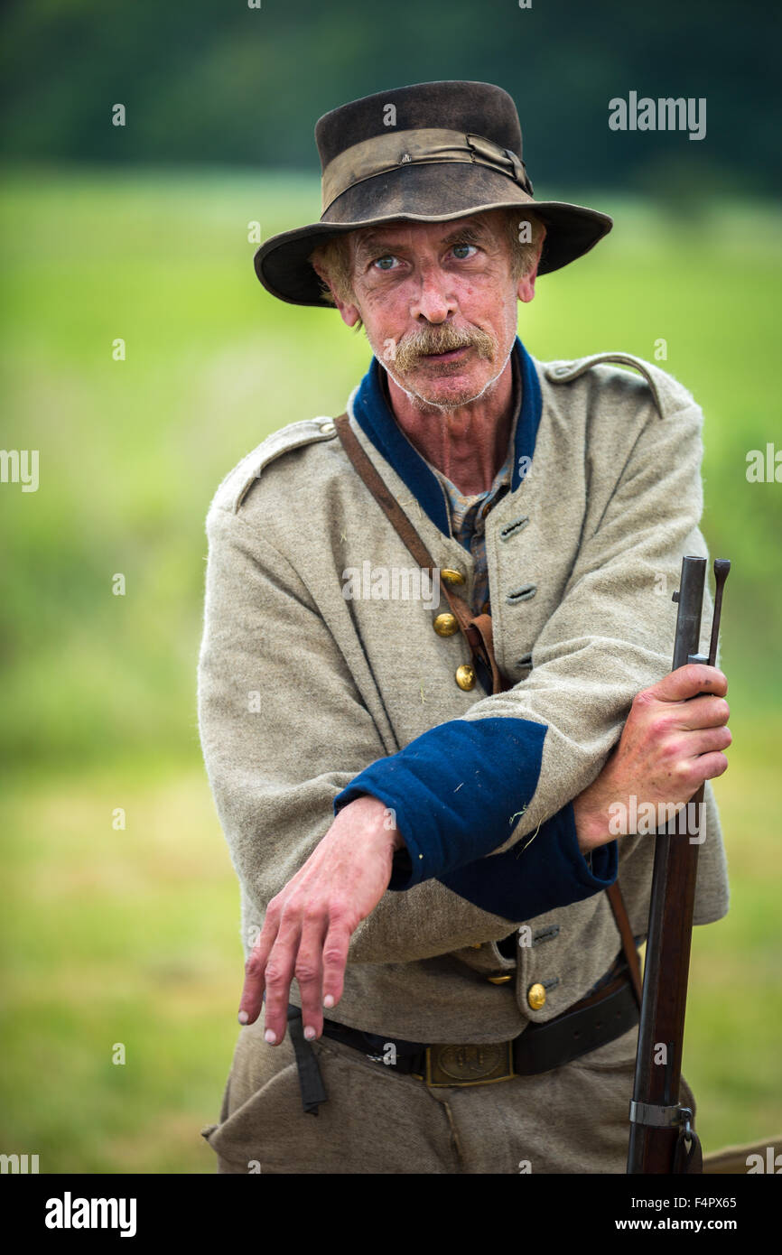Confederate soldier reenacts the Battle of Gettysburg. - Stock Image