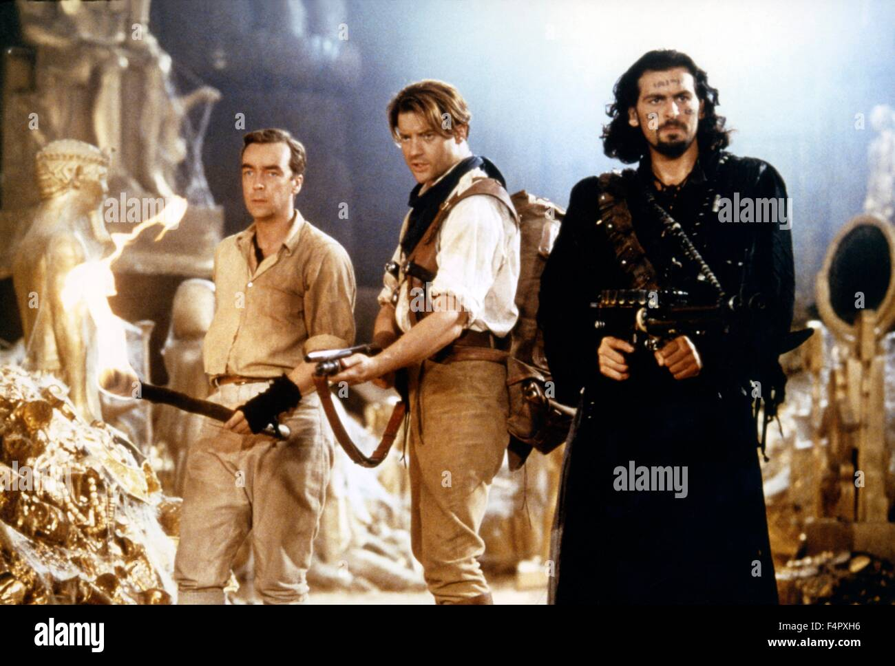 John Hannah, Brendan Fraser and Oded Fehr / The Mummy / 1999 / directed by Stephen Sommers / [Universal Pictures] - Stock Image