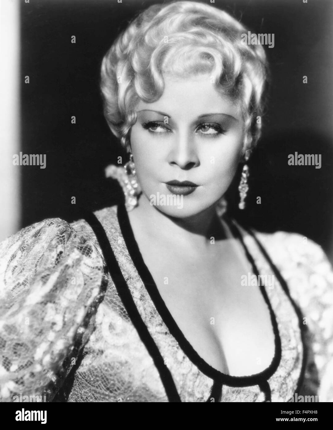 Mae West / She Done Him Wrong / 1932 / directed by Lowell Sherman / [Paramount Pictures] - Stock Image