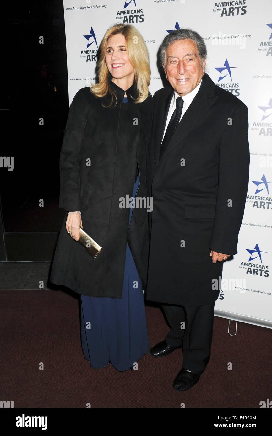 Tony Bennett mit Gattin Susan Crow bei der Verleihung der National Arts Awards 2015 im Cipriani. New York, 19.10.2015/picture - Stock Image