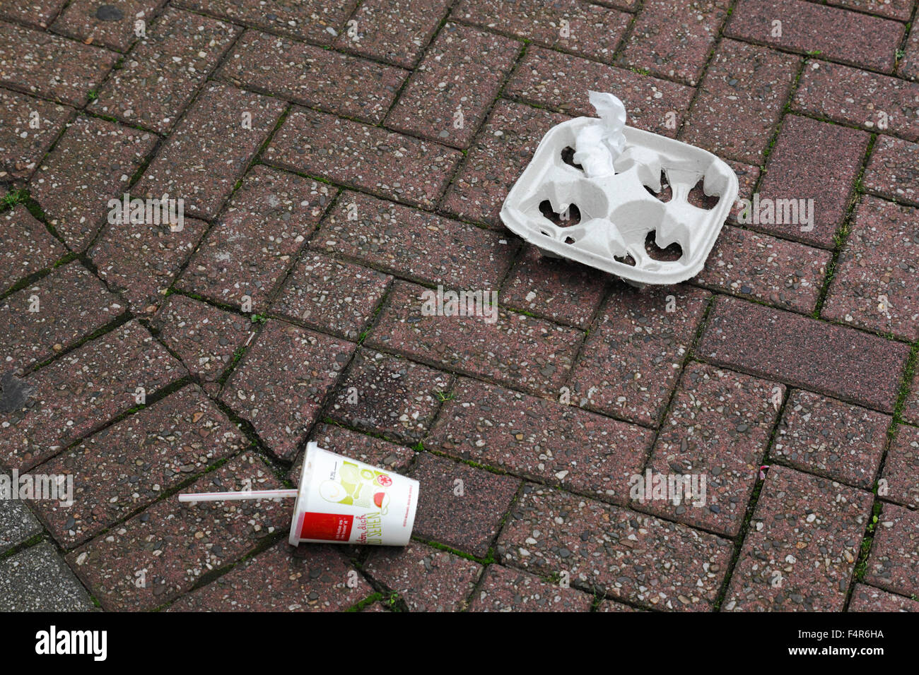 environment, ecological awareness, cleanliness, cleanness, dirtying, pollution, soiling, street cleaning, packaging - Stock Image