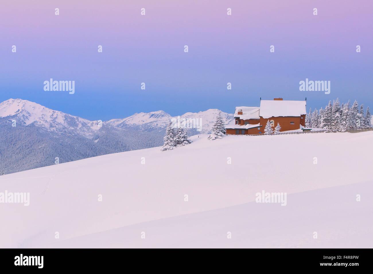 USA, United States, America, Pacific Northwest, Washington, Washington State, barn, snow, winter, landscape, house, - Stock Image
