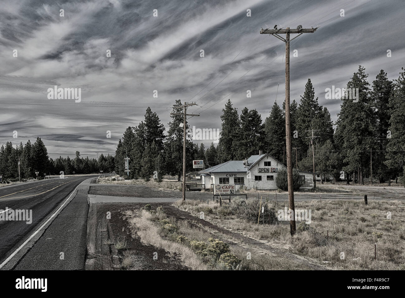 USA, United States, America, Rivers Bend Cafe, Chiloquin, Oregon, highway, roadside, Americana, cafe, on the road, - Stock Image