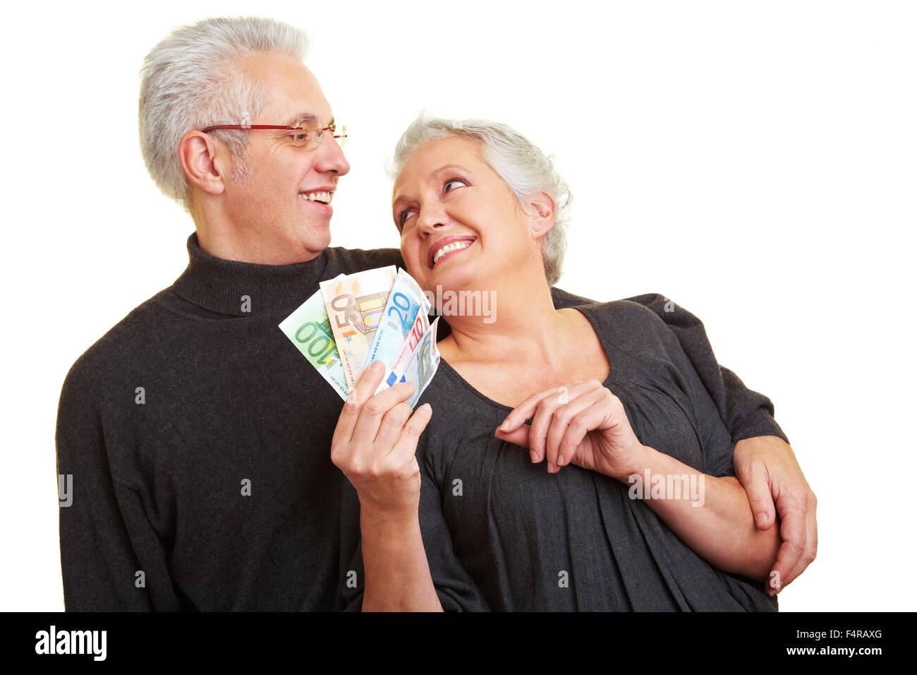 занять деньги пенсионеру