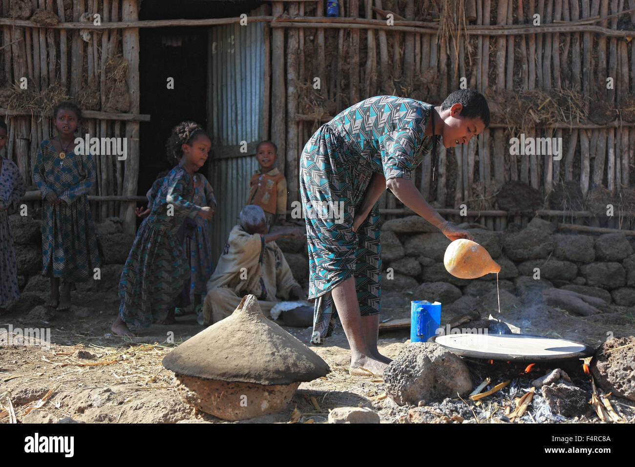 Amhara Region, simple family, small farm, self-catering, the manufacture of teff bread called Injera Stock Photo