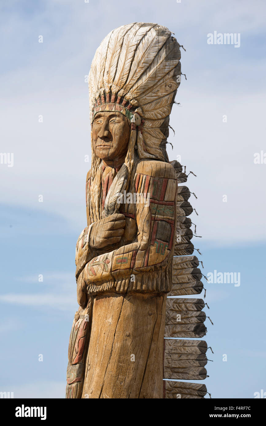 USA, Montana, Crow Indian Reservation, Great plains, statue on reservation - Stock Image