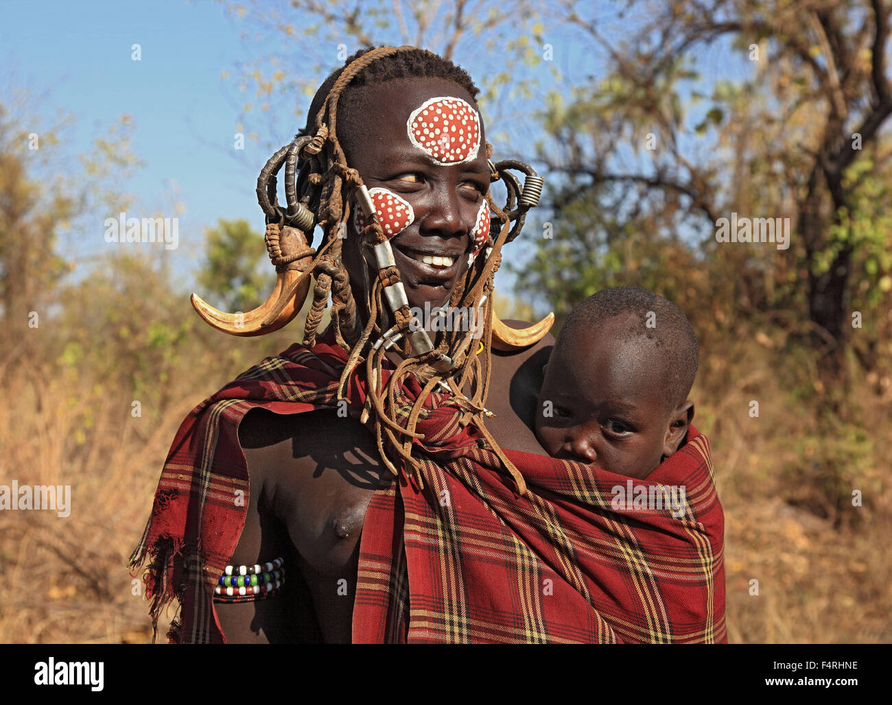 in Maco National Park, Mursi, Mursi Woman with Baby, painted skin and headdress - Stock Image