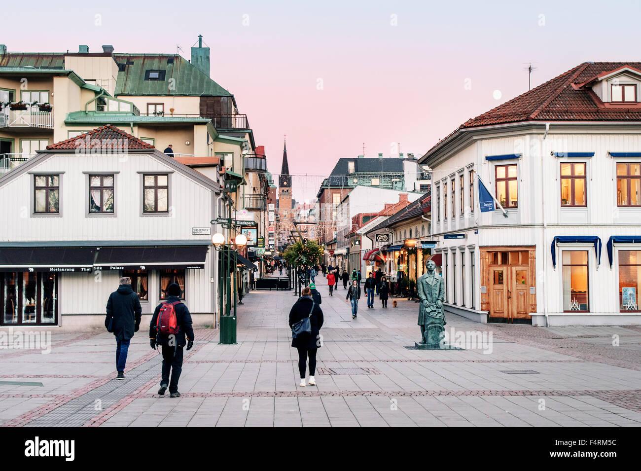 Sweden Vastra Gotaland Boras Street Scene With Sculpture In Stock Photo Alamy