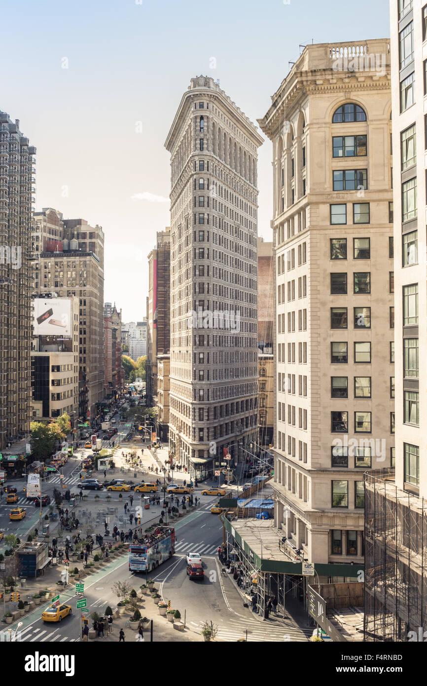 NEW YORK CITY - OCTOBER 17, 2015: View of midtown Manhattan along Broadway at the historic Flatiron Building. - Stock Image