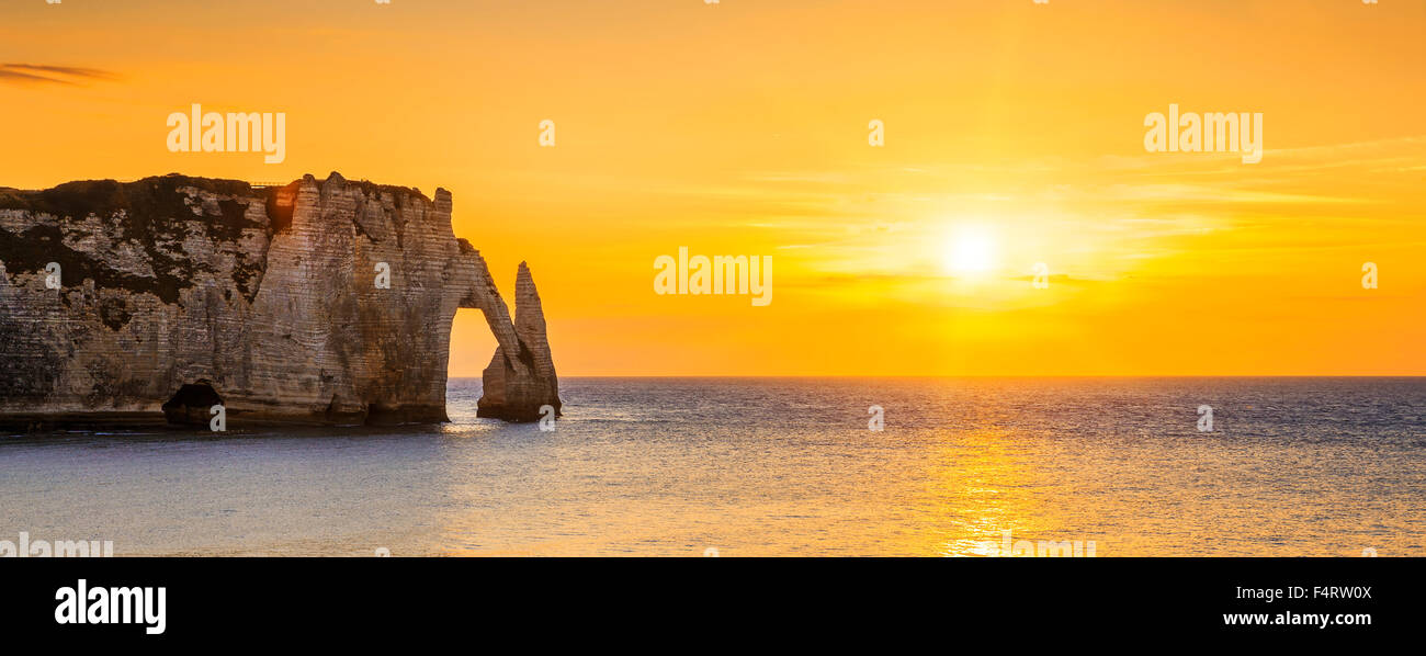 Panoramic view of Etretat Aval cliff at sunset - Stock Image