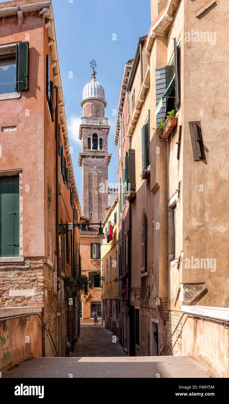 Italy, Europe, Venezia, Venice, Veneto, Calle Fianco de la Scuola, church, Chiesa, San Pantaleone Martire, village, - Stock Image