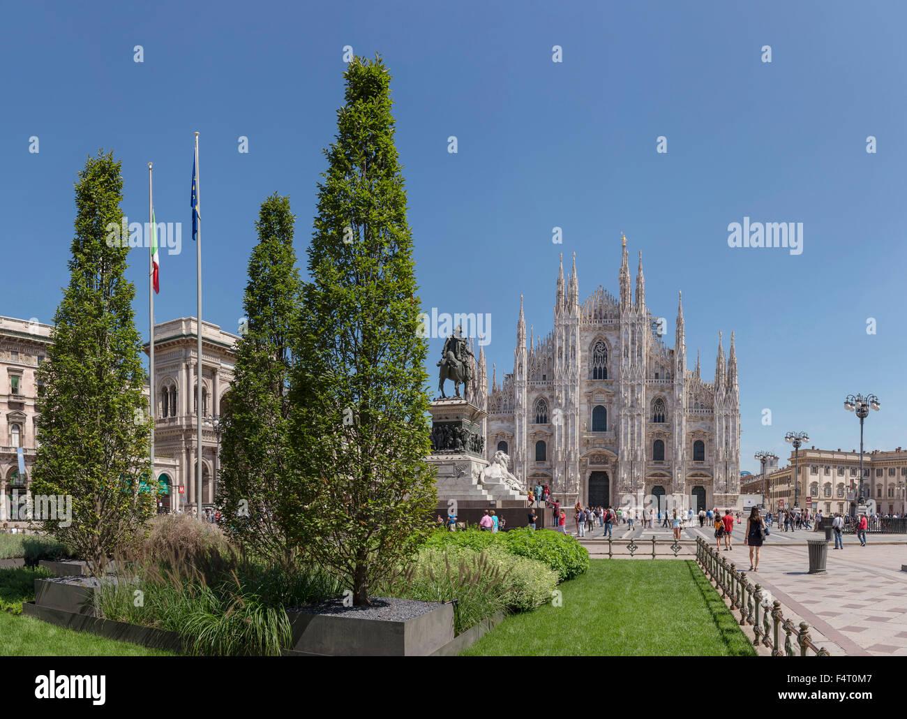 Italy, Europe, Milano, Lombardy, Piazza del Duomo, Duomo di Milano, dome, church, Monumento Equestre a Vittorio - Stock Image