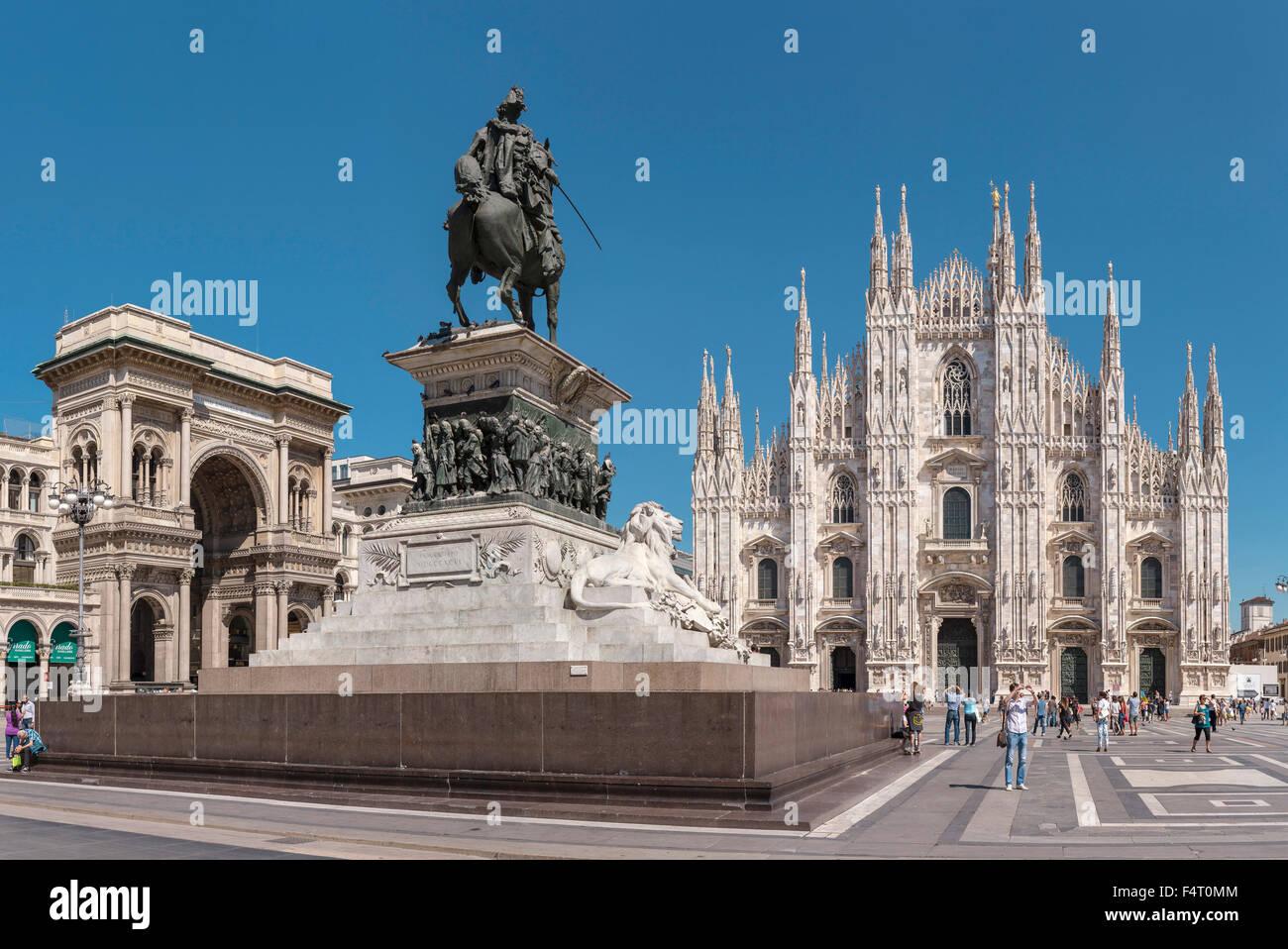 Italy, Europe, Milano, Lombardy, Piazza del Duomo, Duomo di Milano, dome, church, Monumento Equestre, Vittorio Emanuele - Stock Image